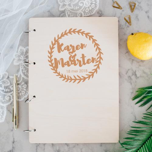 bruiloft-decoratie-gastenboek-hout-krans-gepersonaliseerd-2