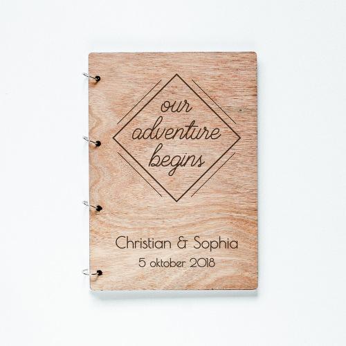 bruiloft-decoratie-gastenboek-hout-our-adventure-gepersonaliseerd-3