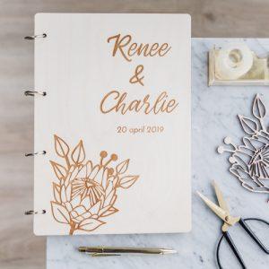 bruiloft-decoratie-gastenboek-hout-protea-gepersonaliseerd