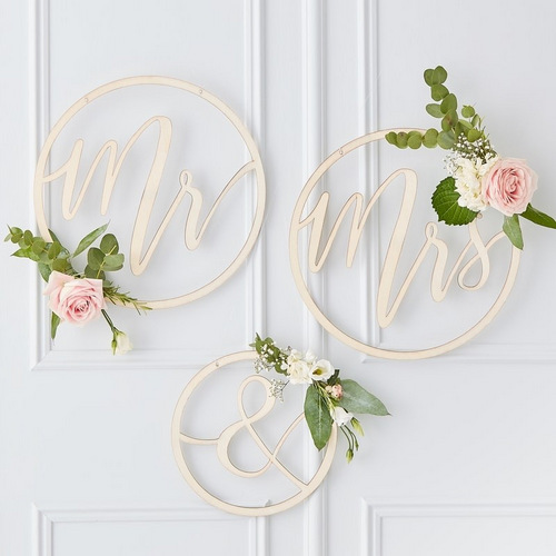 bruiloft-decoratie-houten-hoepels-mr-mrs-gold-wedding (2)