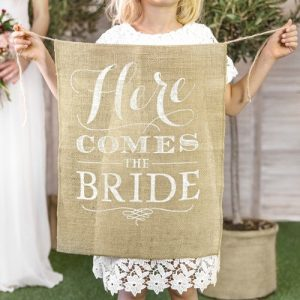 bruiloft-decoratie-juten-here-comes-the-bride-vlag-italian-vineyard-2