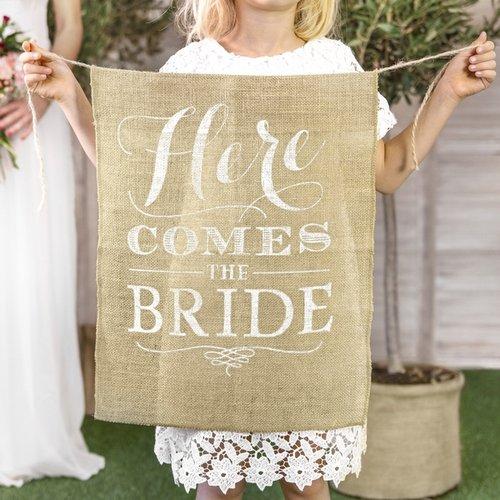 bruiloft-decoratie-juten-here-comes-the-bride-vlag-italian-vineyard-2