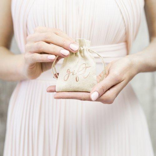 bruiloft-decoratie-katoenen-zakjes-gift-rosegoud-3