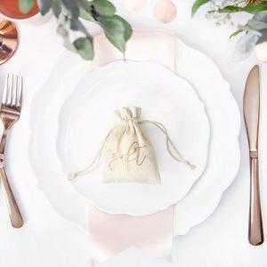 bruiloft-decoratie-katoenen-zakjes-gift-rosegoud-4