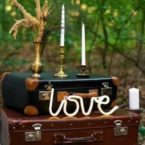 bruiloft-decoratie-love