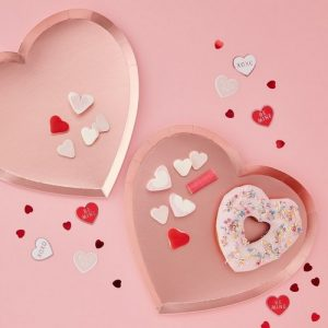 bruiloft-decoratie-papieren-bordjes-pink-heart-be-my-valentine-2