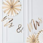 bruiloft-decoratie-slinger-mr-mrs-gold-wedding (2)