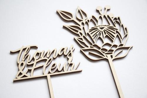 bruiloft-decoratie-taarttopper-protea-met-naam-gepersonaliseerd