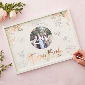 vrijgezellenfeest-decoratie-houten-frame-gastenboek-floral-hen (1)