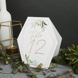 bruiloft-decoratie-tafelnummers-geometric-greenery