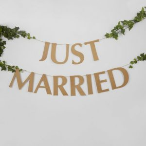 bruiloft-decoratie-slinger-just-married-hearts-krafts