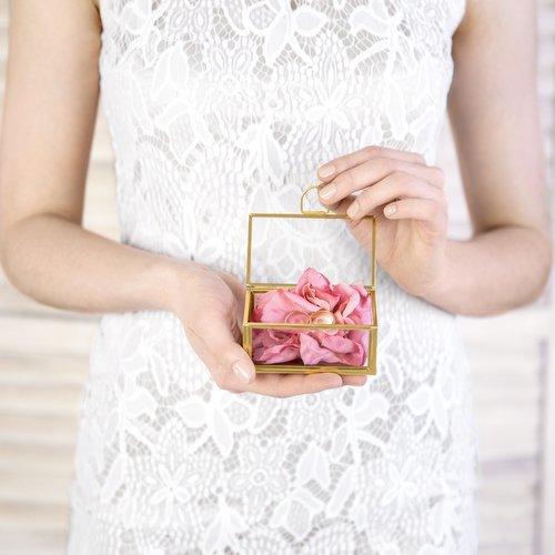 bruiloft-decoratie-glazen-ringdoosje-goud-2