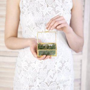 bruiloft-decoratie-glazen-ringdoosje-goud-3