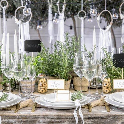 bruiloft-decoratie-plaatskaarthouders-triangle-goud-4