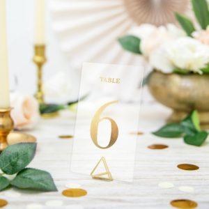 bruiloft-decoratie-transparante-tafelnummers