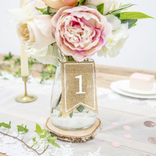 bruiloft-decoratie-juten-tafelnummers