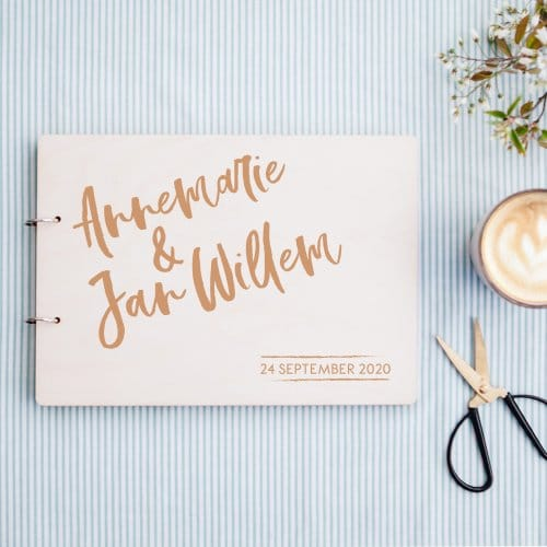 bruiloft-decoratie-gastenboek-hout-brush-voornamen-6
