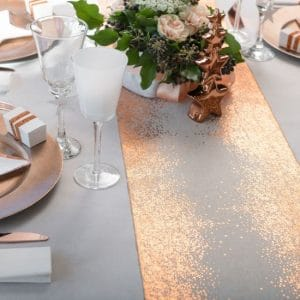 bruiloft-decoratie-metallic-tafelloper-copper-radiance (2)