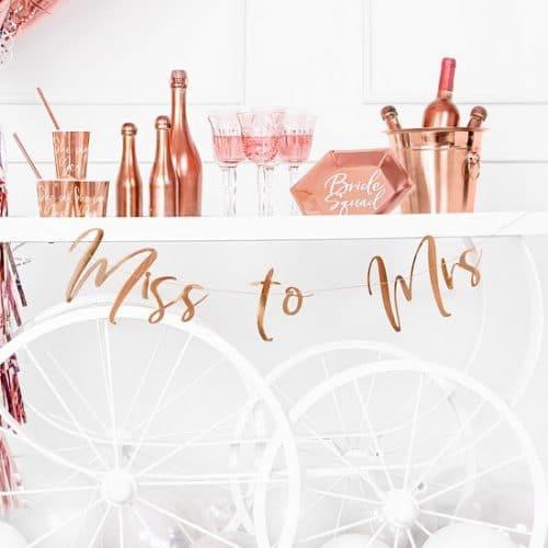 bruiloft-decoratie-slinger-miss-to-mrs-rosegoud-2