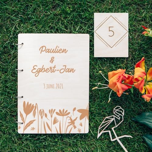 gepersonaliseerd-gastenboek-hout-bloemen-gepersonaliseerd