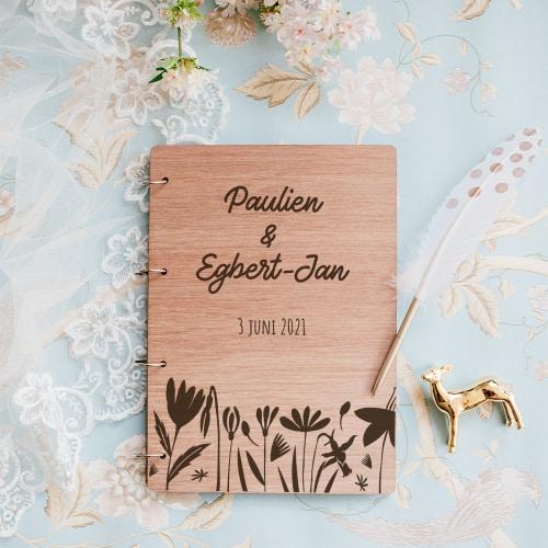 gepersonaliseerd-gastenboek-hout-bloemen-gepersonaliseerd.jpg-2