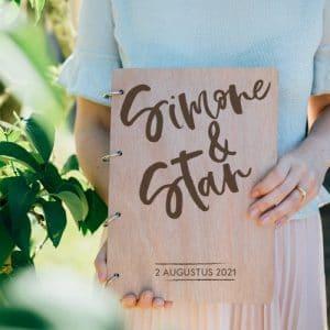 gepersonaliseerd-gastenboek-hout-brush-voornamen-gepersonaliseerd