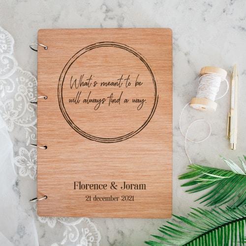 gepersonaliseerd-gastenboek-hout-eigen-tekst-gepersonaliseerd-4