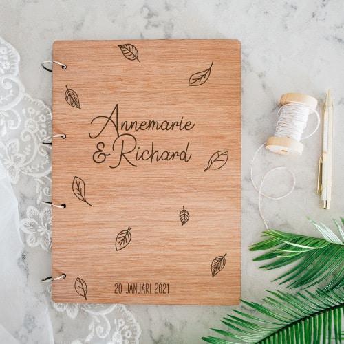 gepersonaliseerd-gastenboek-hout-leaves-gepersonaliseerd-2