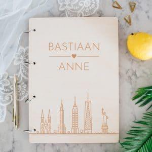 gepersonaliseerd-gastenboek-hout-skyline-gepersonaliseerd
