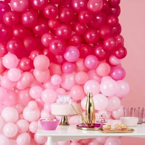 bruiloft-decoratie-ballonnenmuur-ombre-pink-stargazer