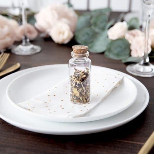 bruiloft-decoratie-glazen-flesjes-italian-vineyard-6