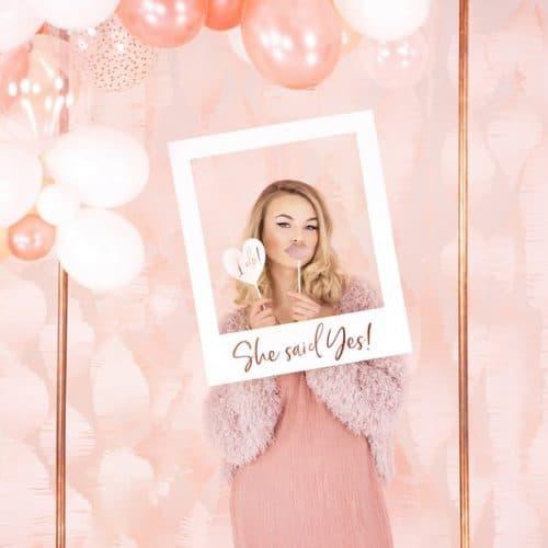 bruiloft-decoratie-polaroid-bord-she-said-yes