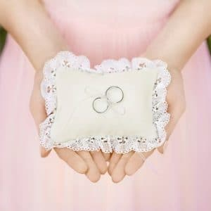 bruiloft-decoratie-ringkussen-cream-kant-4