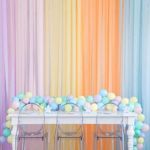 bruiloft-decoratie-crepe-papier-slinger-geel-2