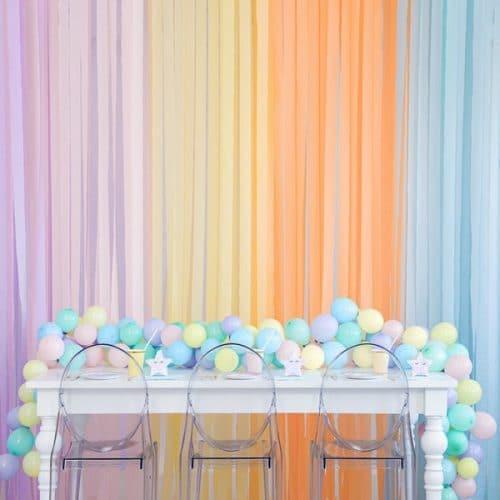 bruiloft-decoratie-crepe-papier-slinger-licht-roze-2