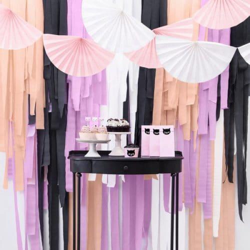 bruiloft-decoratie-crepe-papier-slinger-peach-4