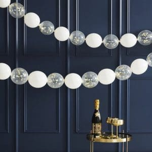bruiloft-decoratie-confetti-ballonnen-slinger-gold-white-pop-the-bubbly.jpg