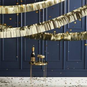 bruiloft-decoratie-slinger-gold-foiled-fringe-pop-the-bubbly-3.jpg