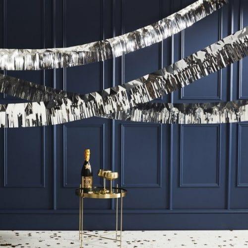 bruiloft-decoratie-slinger-silver-foiled-fringe-pop-the-bubbly.jpg