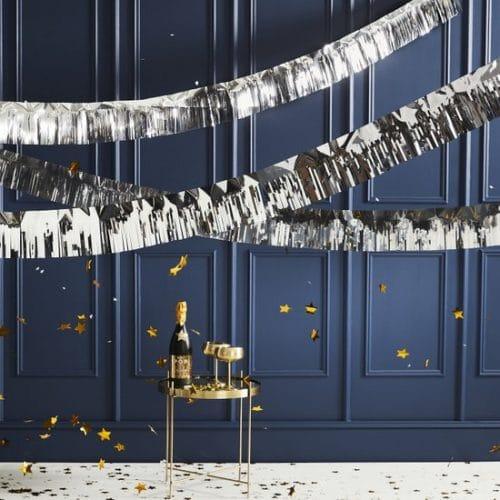 bruiloft-decoratie-slinger-silver-foiled-fringe-pop-the-bubbly-3.jpg