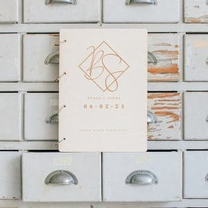 bruiloft-decoratie-gastenboek-hout-classic-gepersonaliseerd
