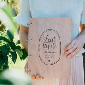 bruiloft-decoratie-gastenboek-hout-feest-der-liefde-gepersonaliseerd-2