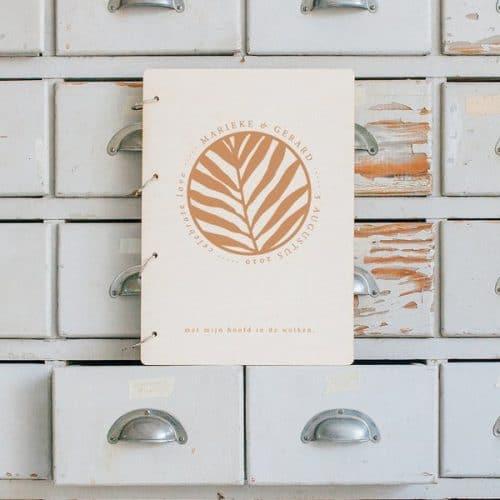 bruiloft-decoratie-gastenboek-hout-jungle-gepersonaliseerd