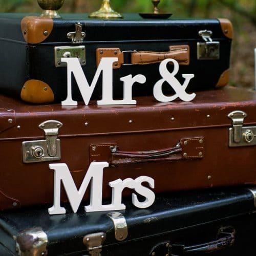 bruiloft-decoratie-houten-letters-mr-mrs-white-2