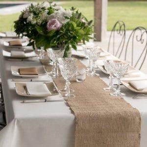 bruiloft-decoratie-juten-tafelloper-2
