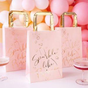 bruiloft-decoratie-papieren-tasjes-prosecco-pink-gold-4