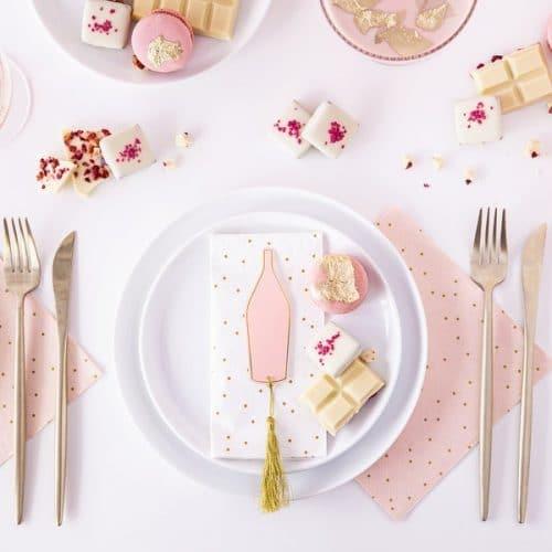 bruiloft-decoratie-plaatskaartjes-pink-bottle-4