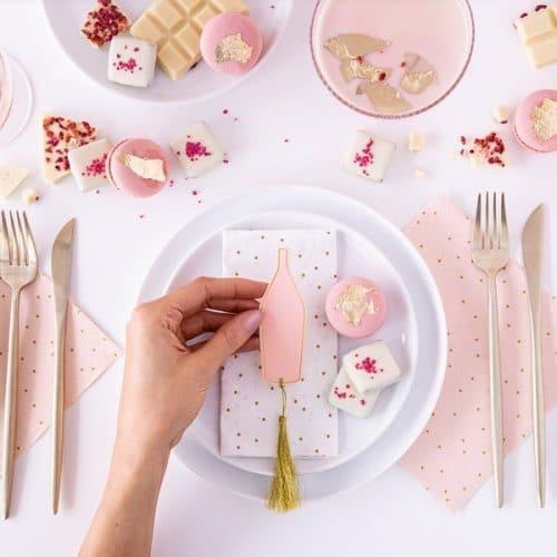 bruiloft-decoratie-plaatskaartjes-pink-bottle-5