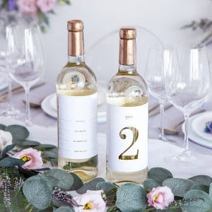 bruiloft-decoratie-tafelnummers-white-gold-bottle-labels-2