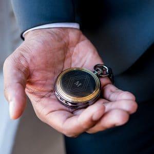 bruiloft-decoratie-zakhorloge-gold-frame-diamond-emblem-gepersonaliseerd